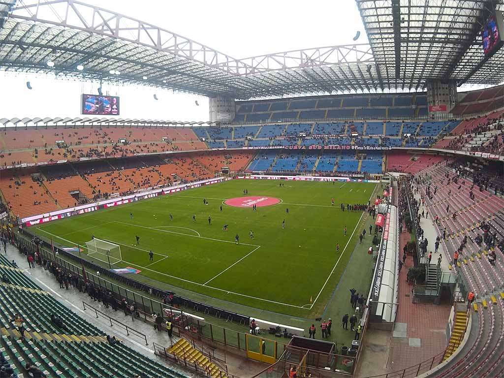 Wide Angle lense enables you to capture amazing wide photos. Whole San Siro stadium captured. 13MP (compressed)