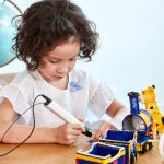 little girl using the best 3d pens